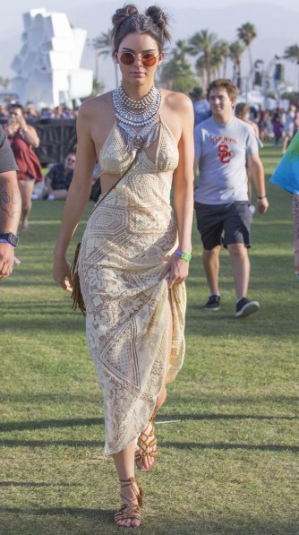 what-kendall-jenner-wore-on-day-one-of-coachella-1734964-1460817467.640x0c